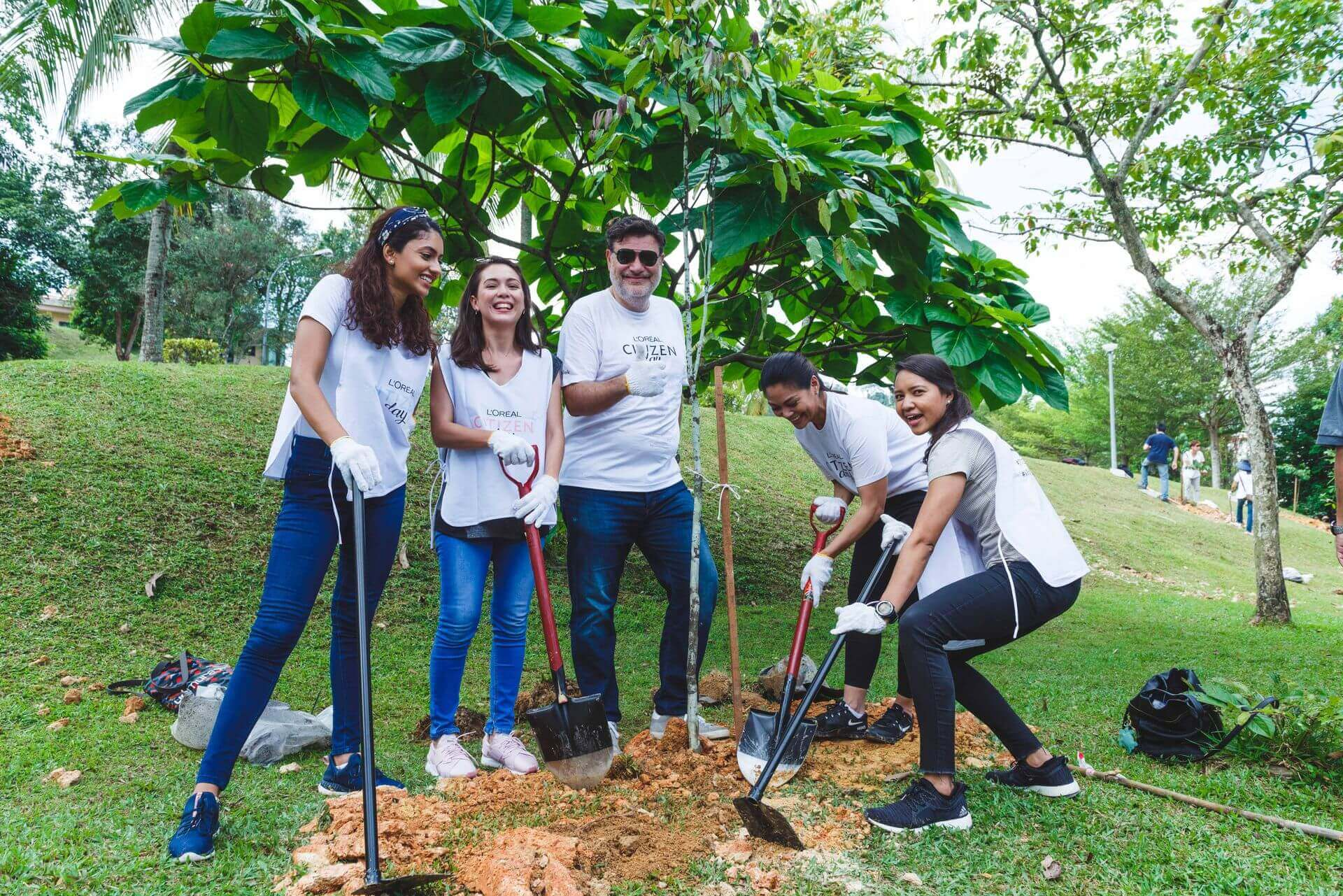 Our country manager, Malek together with L'Oréal employees planting trees for citizen day.